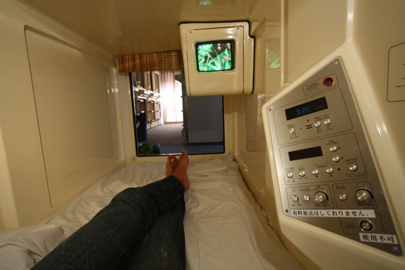 how to say capsule hotel in japanese