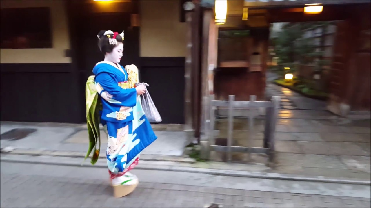 Kyotos Gion district - Walk the streets with Geisha and Maiko